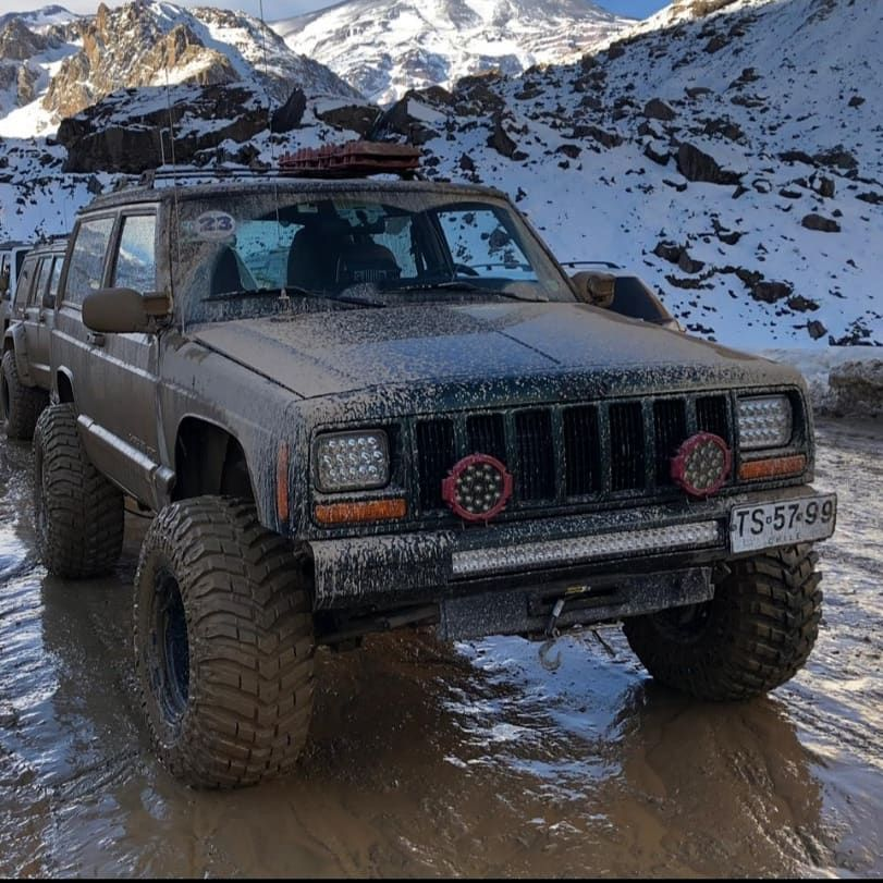 Cherokee Xj Chile On Instagram Cajon Del Maipo Cordillera De Los Andes Chile Cherokee Jeep Cherokee Xj Jeep Cherokee