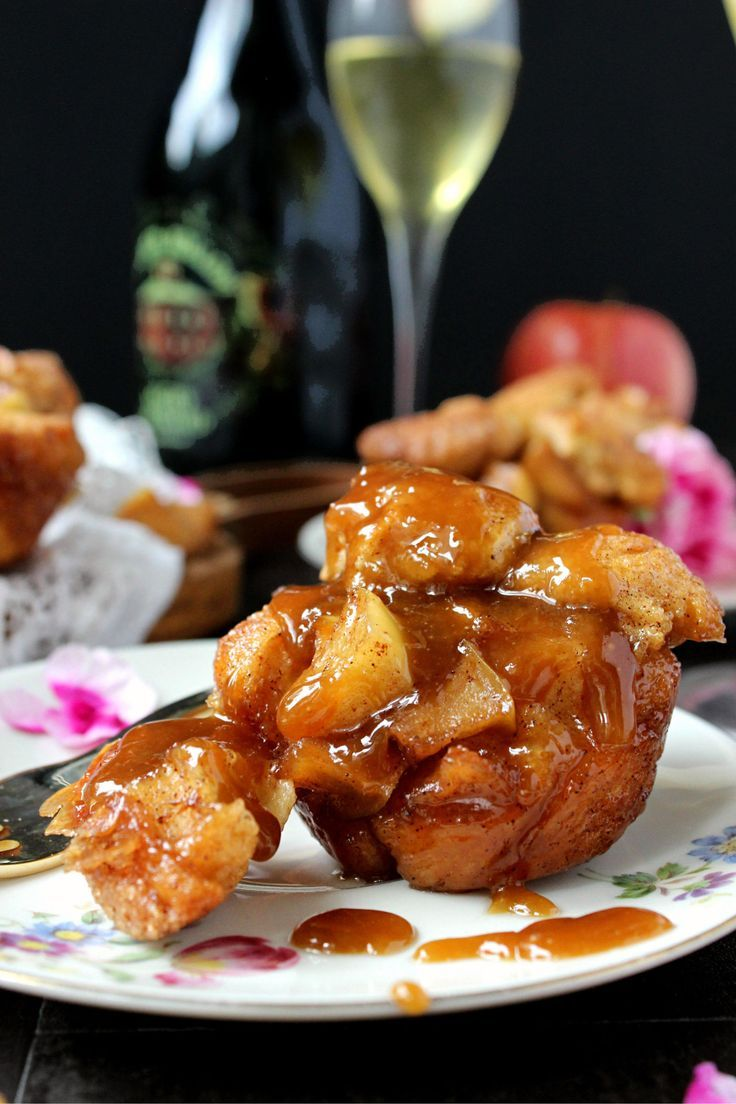 Apple Fritter Monkey Bread Muffins!! part cinnamon bun, part apple fritter, thes... Apple Fritter Monkey Bread Muffins!! part cinnamon bun, part apple fritter, thes...,