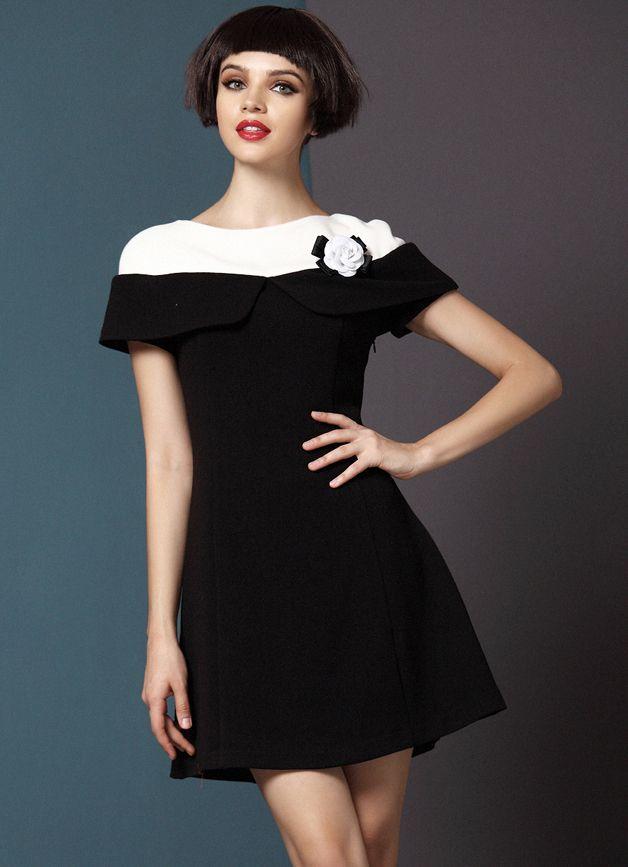 Vestido negro capa blanca