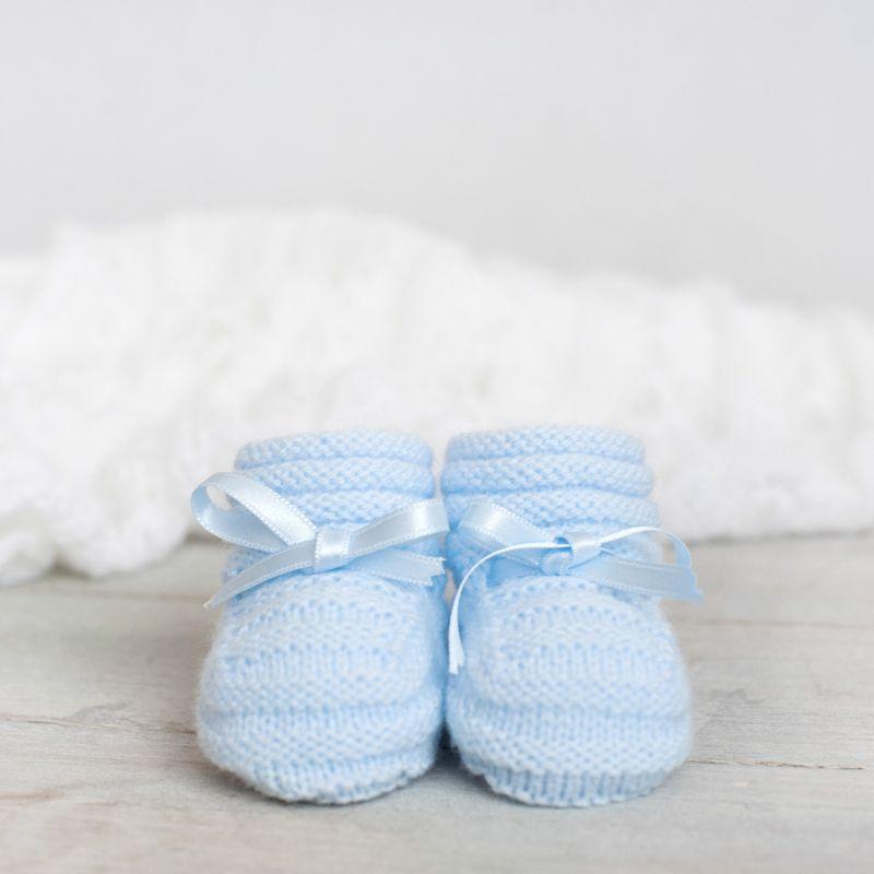 Patucos para bebé tejidos a mano. | calcetin | Pinterest | Para ...