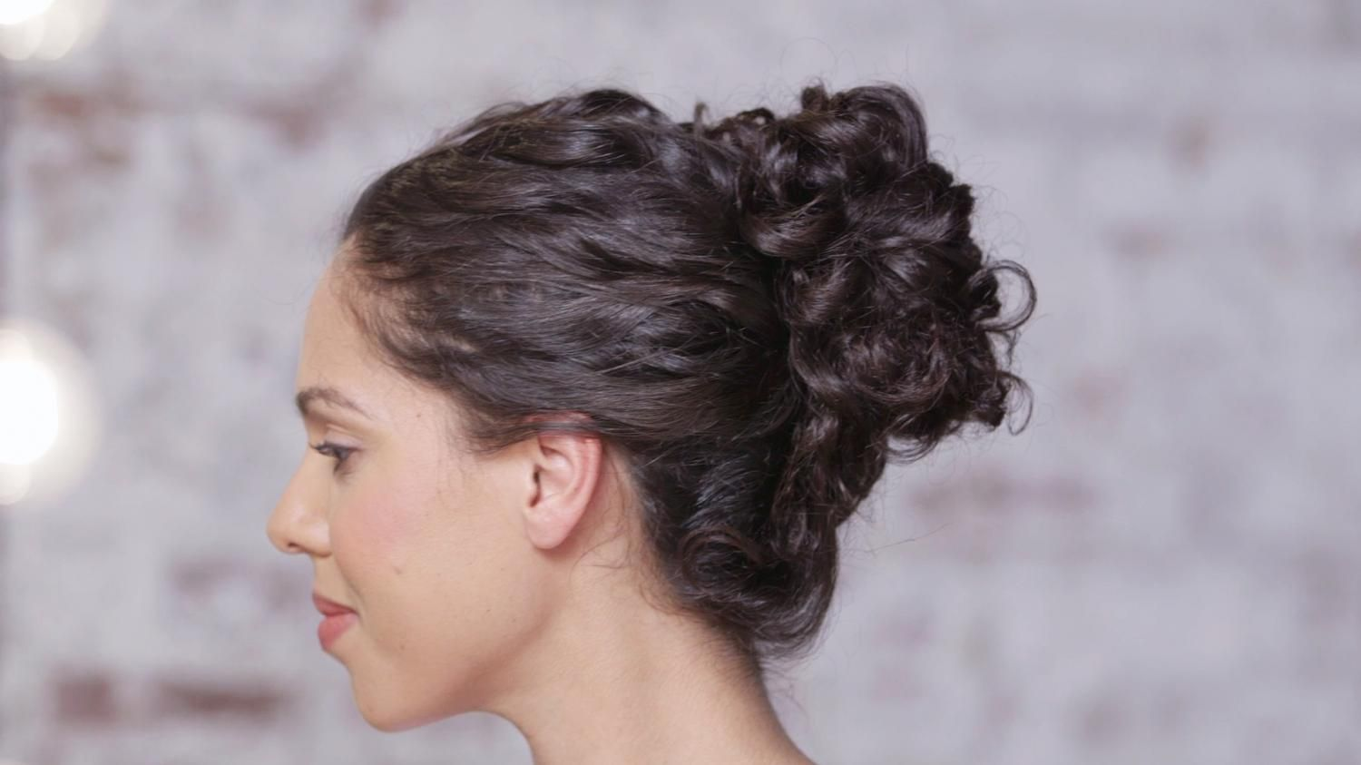 Achieve A Beautiful Curly Hair Look For Long Hair With The Help Of Tresemme Stylist Tyler Laswell Tyler Sho Curly Hair Styles Beautiful Curly Hair Hair Looks