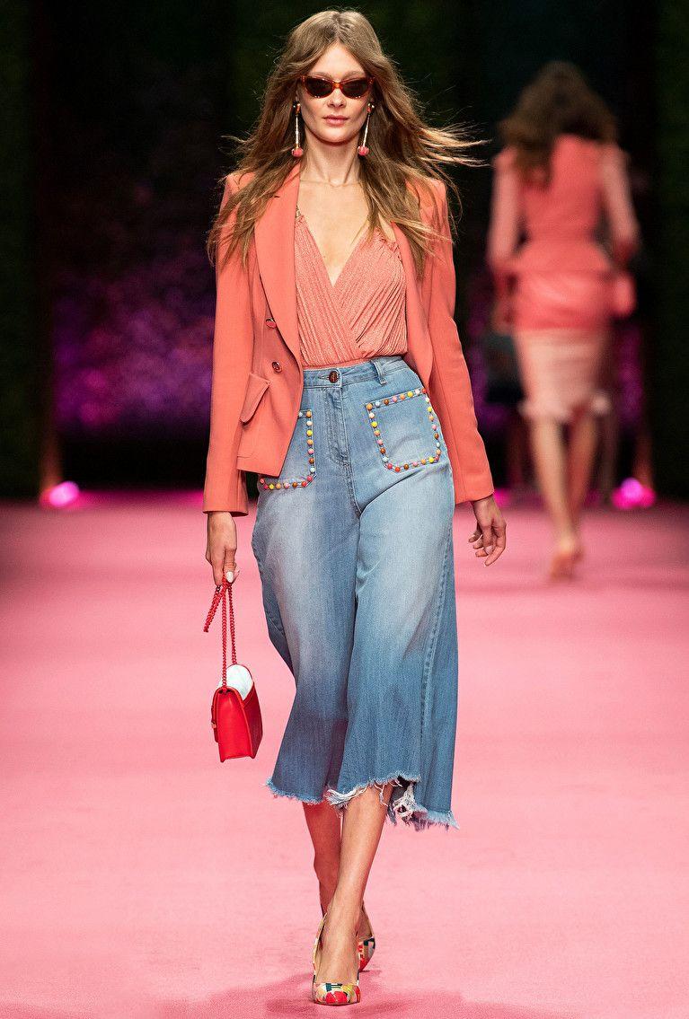 167e79359e82 Elisabetta Franchi Primavera Estate 2019 Fashion Show