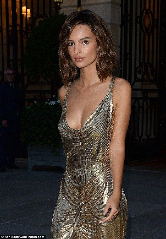 Emily Ratajkowski Goes Braless In A Slinky Gold Dress Daily Mail Online