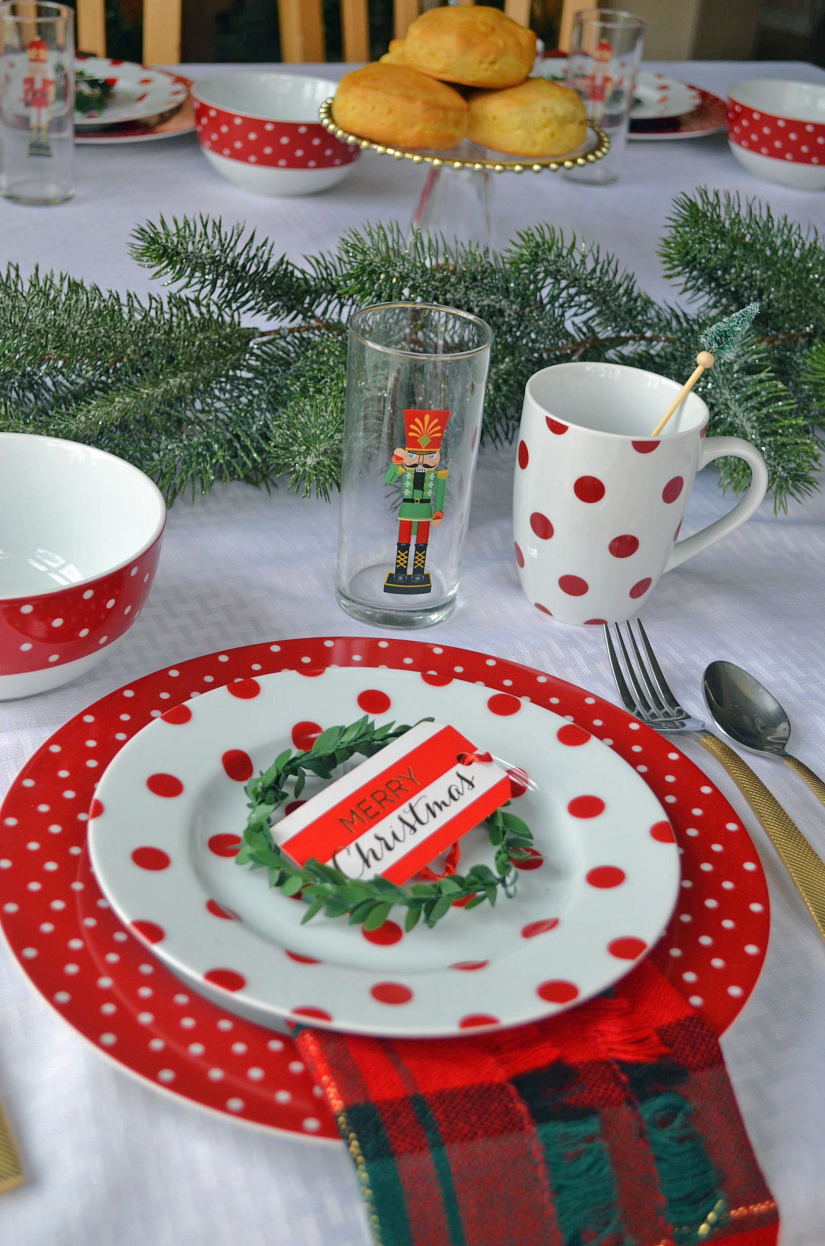 Christmas Table Setting Ideas for a Traditional Christmas / Red ...