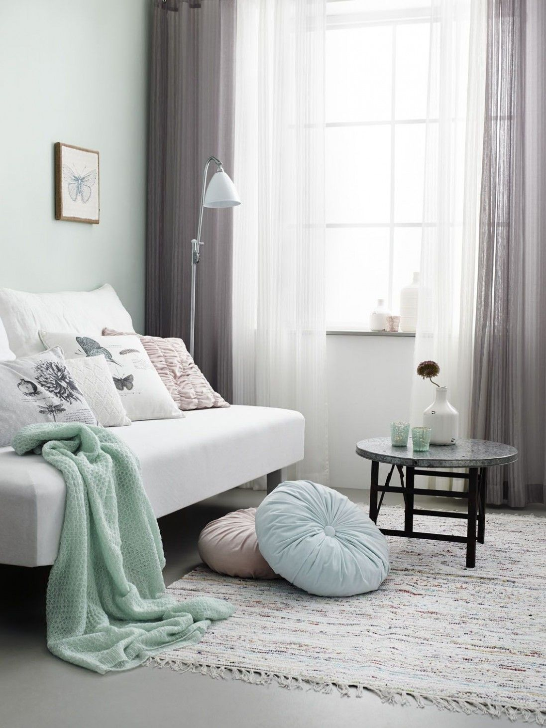 Mint Accents In Grey Living Room Wohnzimmer Mint Living Mint Green And Grey Living Room Living Room Green Living Room Grey Curtains Living Room