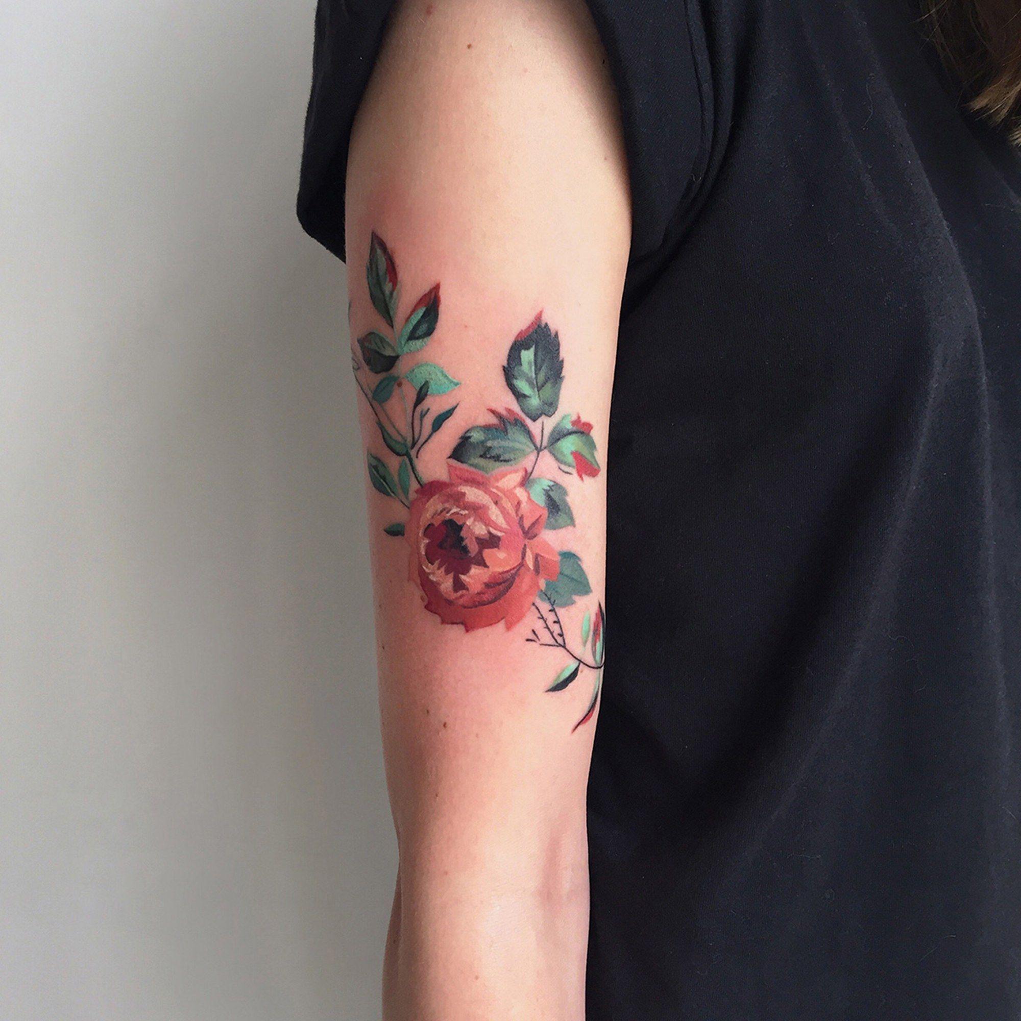 23 Beautiful Flower Tattoos for Women