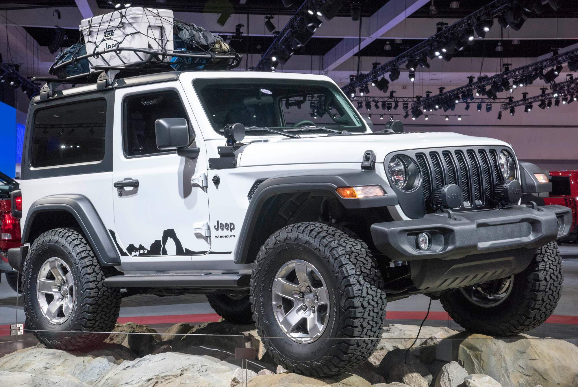 Mopar Accessories Turn 2018 Jeep Wrangler Into Extreme Off Roader For La Auto Show Jeep Wrangler Price Jeep Wrangler Models Mopar Jeep
