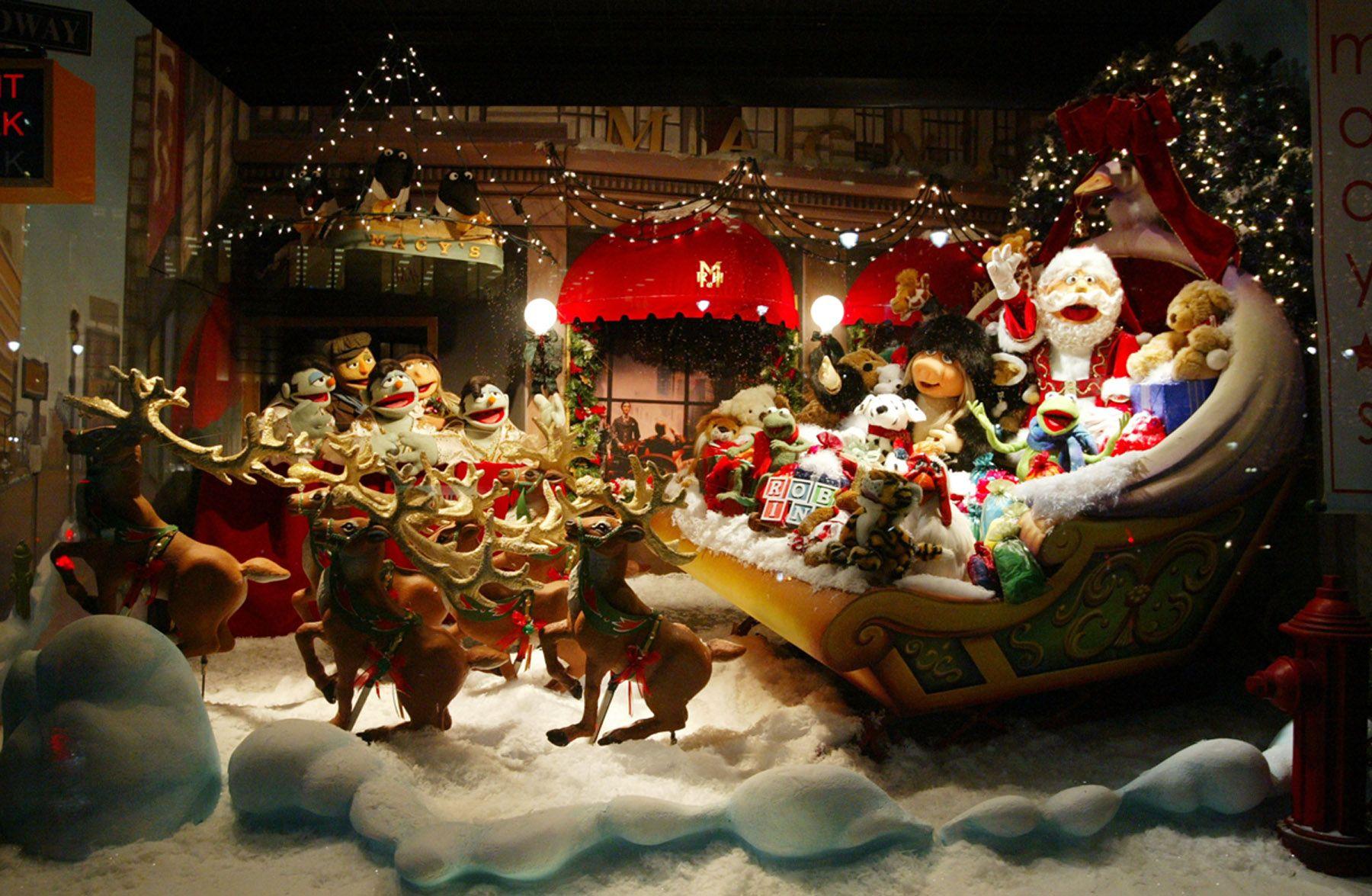 Extravagant christmas display window window during for Salon xmas decorations