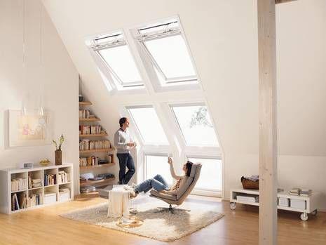 Große #Dachfenster ermöglichen eine freundliche Wohnatmosphäre.