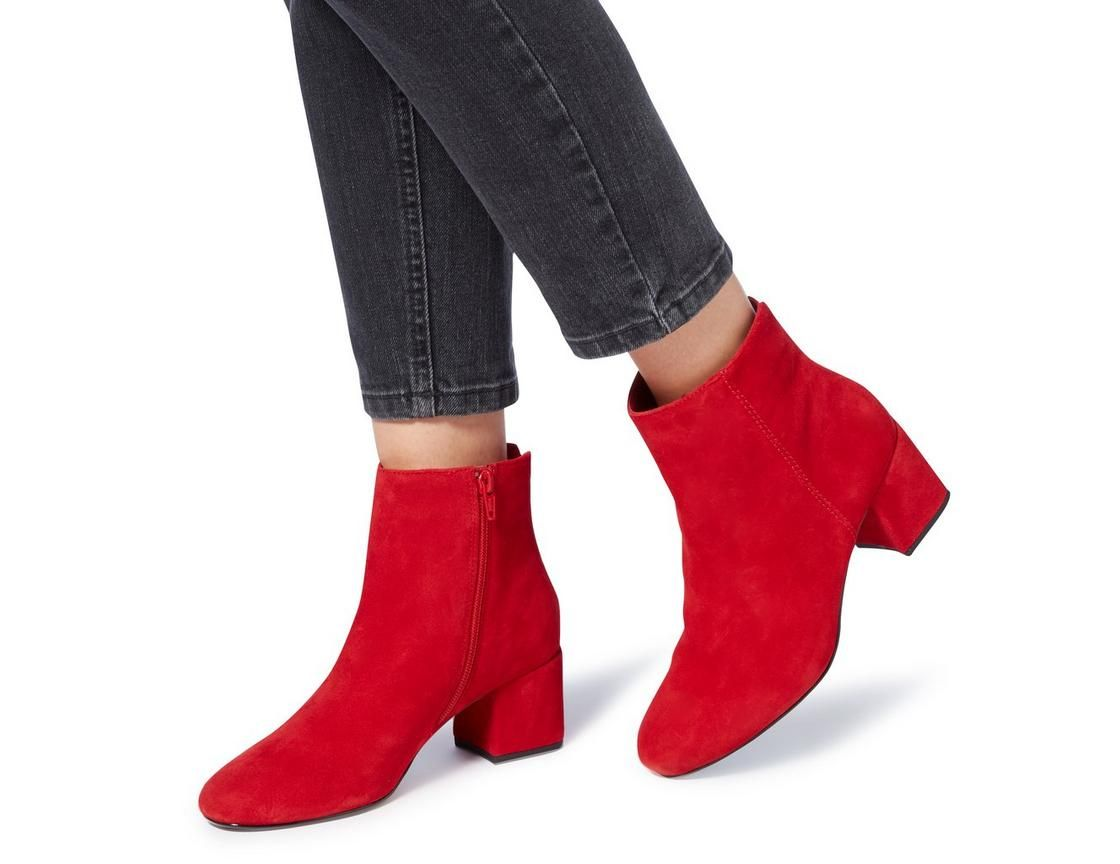 bba22f0eb40 Give your daytime outfit an update with this Dune London Olyvea ankle boot.  Featuring a mid height block heel