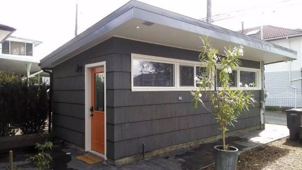 Prerobil garáž na obývateľný minidom... a výsledok? Pozrite a budete milo prekvapení! Premena garáže na obývateľný a praktický minidom