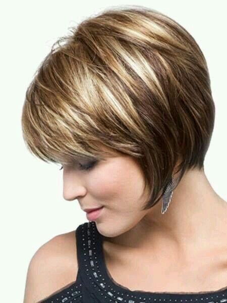 cortes de pelo cortos mechas bicolores beige difuminadas entre el tono castao chocolate el resultado es un color calido