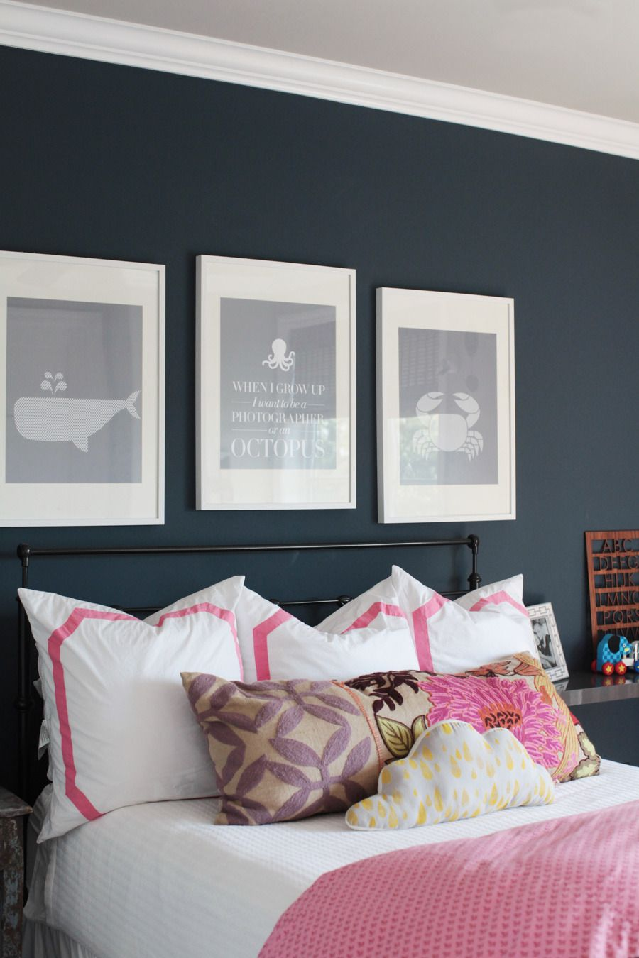 Navy blue and pink bedroom - Try Benjamin Moore Polo Blue To Get This Striking Look Http Bed Wallnavy Wallsindigo