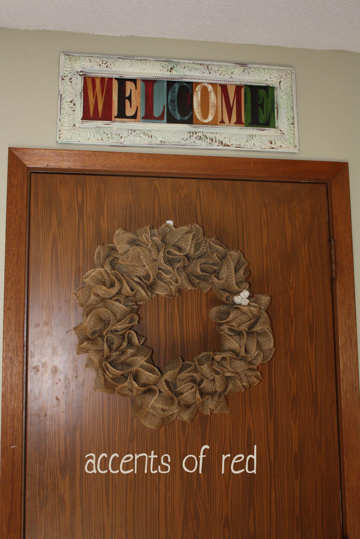 WELCOME sign & homemade burlap wreath     karlievansoelen.wordpress.com