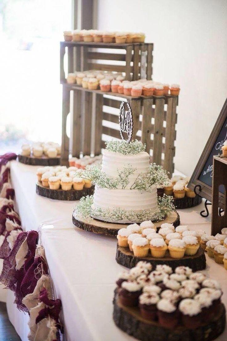 Boda rústica con pastel y pastelitos aliento de bebé # tradicional -