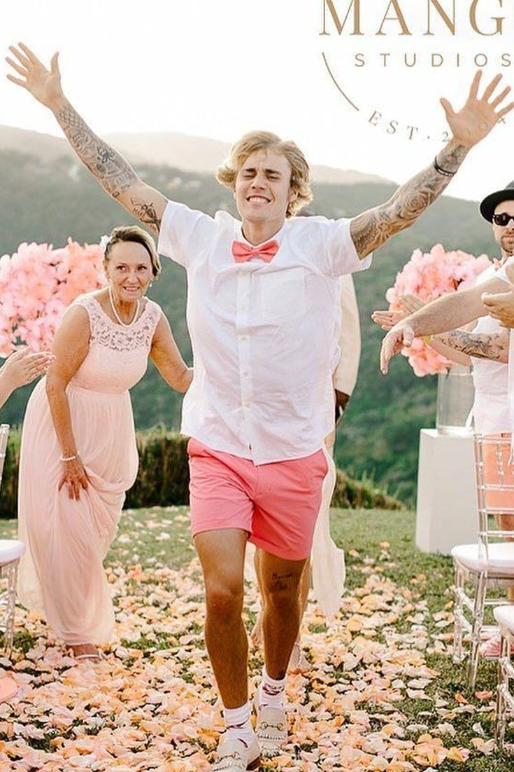 Justin Bieber at his dad's wedding wearing white Gucci ... джастин бибер свадьба