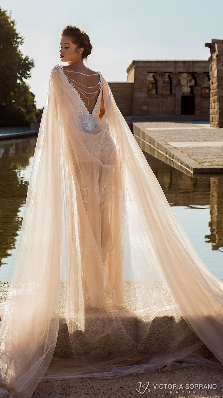 wedding dress trends to love part in Короны