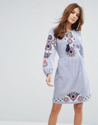 1f7f32efa174 New Look Embroidered Smock Dress