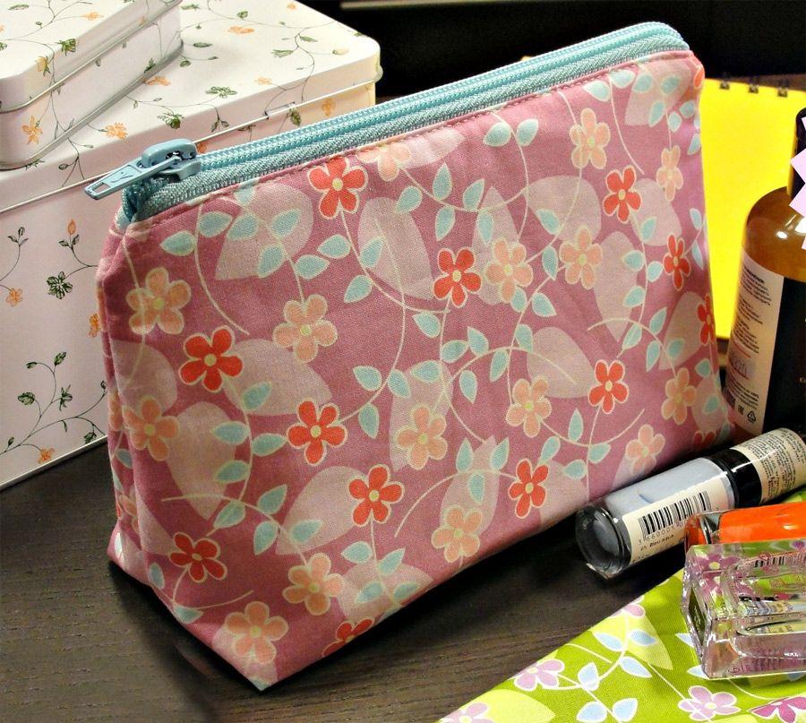 How to Sew a Makeup Bag Diy makeup bag, Diy bags