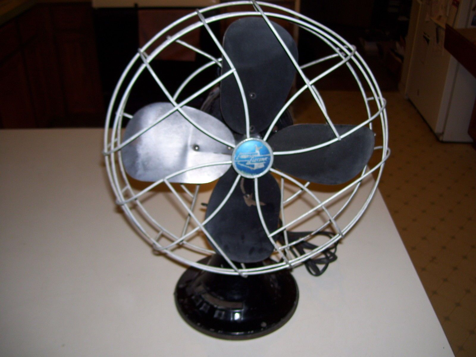 4fd8d4e9ca694ae38a3f12d60817ae45 emerson electric fan 79646 au oscillating 3 speed mis495  at aneh.co
