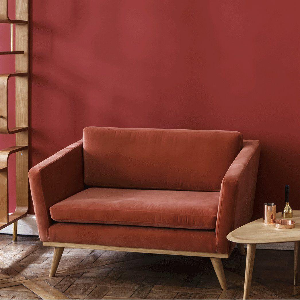 un grand fauteuil couleur terre cuite avec pied compas en. Black Bedroom Furniture Sets. Home Design Ideas