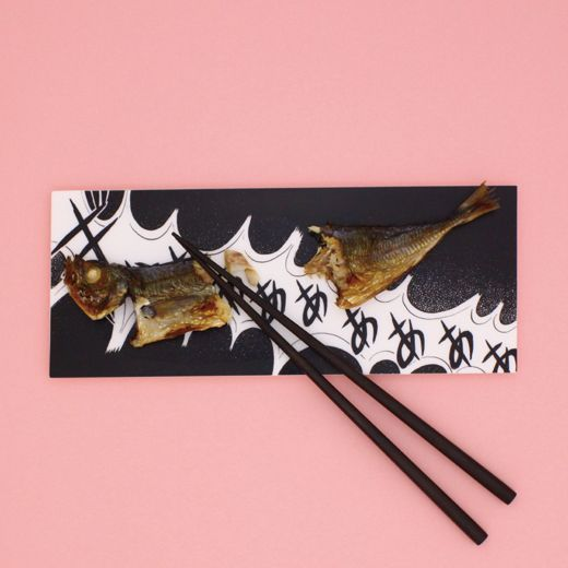ro焼き魚や肉の魅力を100%引き立てる「マンガ皿」