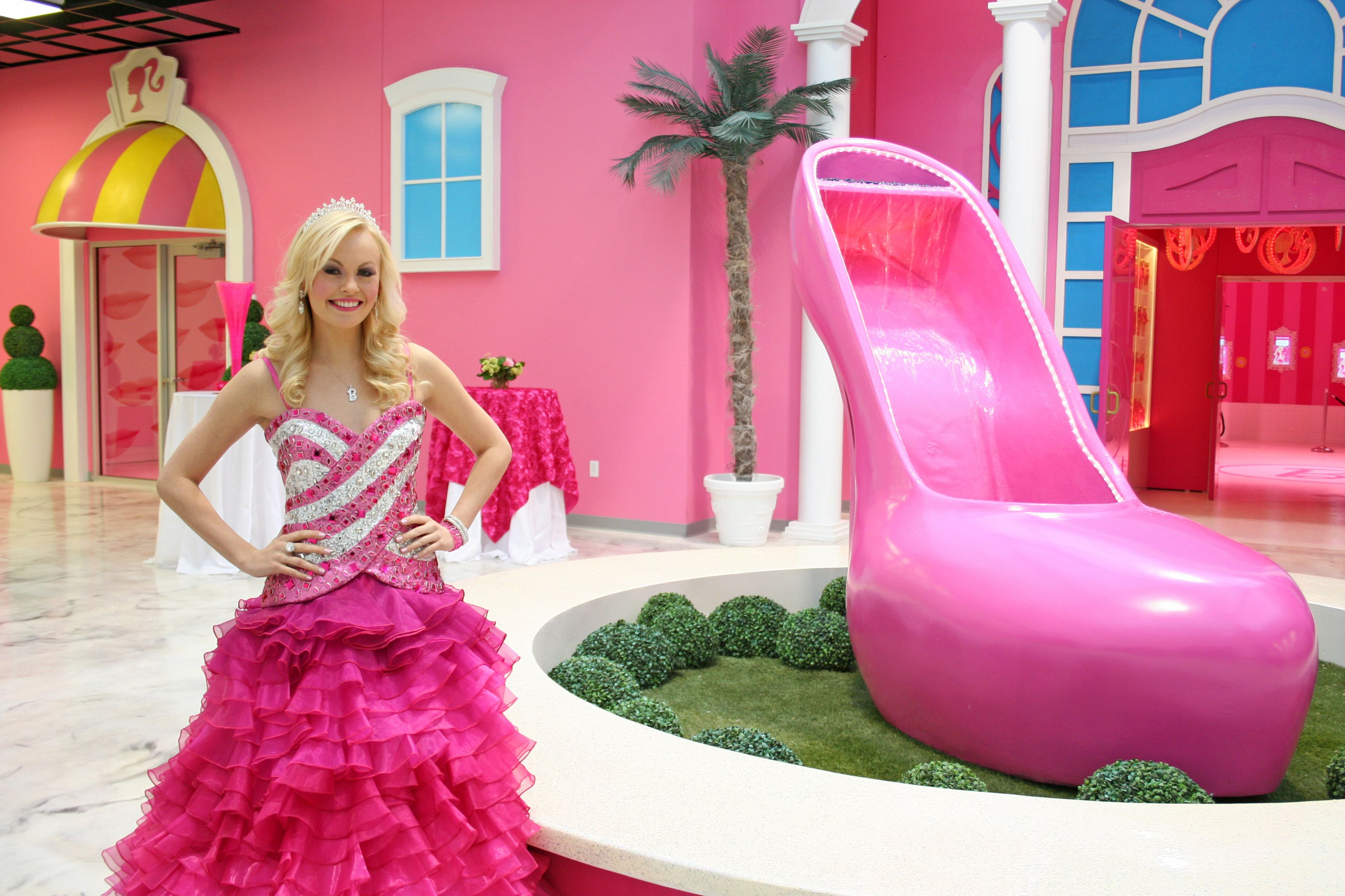 Pictures of the biggest barbie house