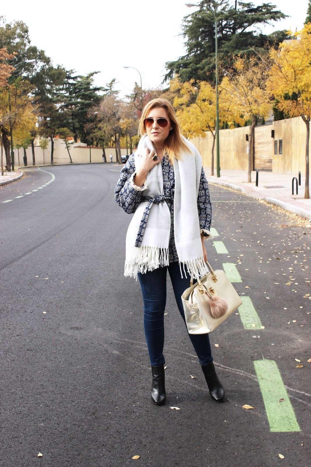 THEULIFESTYLE | blog de moda decoracion y lifestyle #theulifestyle #fashionblogger #style #blogger #personalstyle #fashion #look #moda #streetstyle #outfitoftheday #zaradaily #wiw #wiwt #ootd #maxi #scarf #baby #blue #liujo #bag #lespetites #coat #pompom #charm