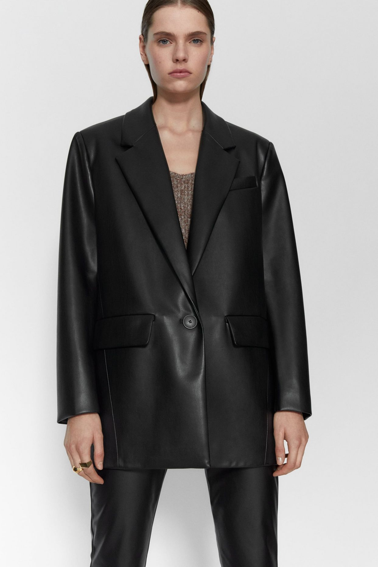 I M A Picky Zara Shopper And This Is What I M Buying There For Winter Whowhatwear Com Oversized Blazer Blazer Leather Blazer [ 1863 x 1242 Pixel ]