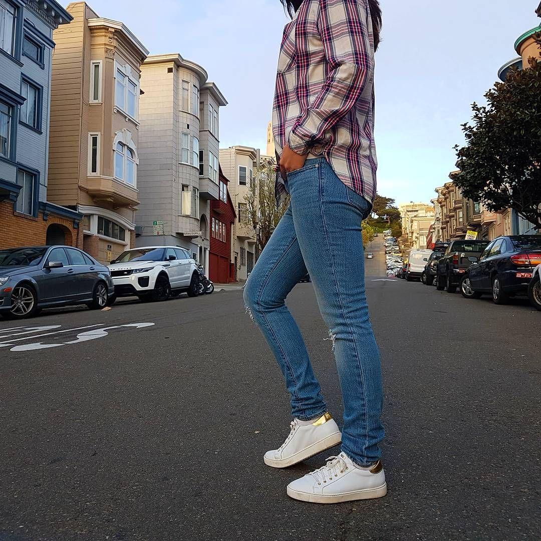 Wygodnie Na Spacerze Tylko W Rko Rylko Rylkoshoes Rko Sneakers Whiteshoes Leathershoes Walking In Sanfrancisco Rylkowpodro Fashion Mom Jeans Pants