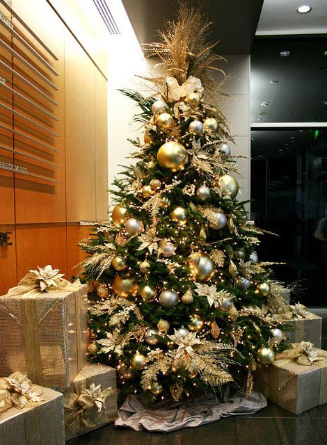 Most Pinteresting Christmas Trees On Pinterest Gold Christmas Tree Decorations Elegant Christmas Trees Gold Christmas Tree