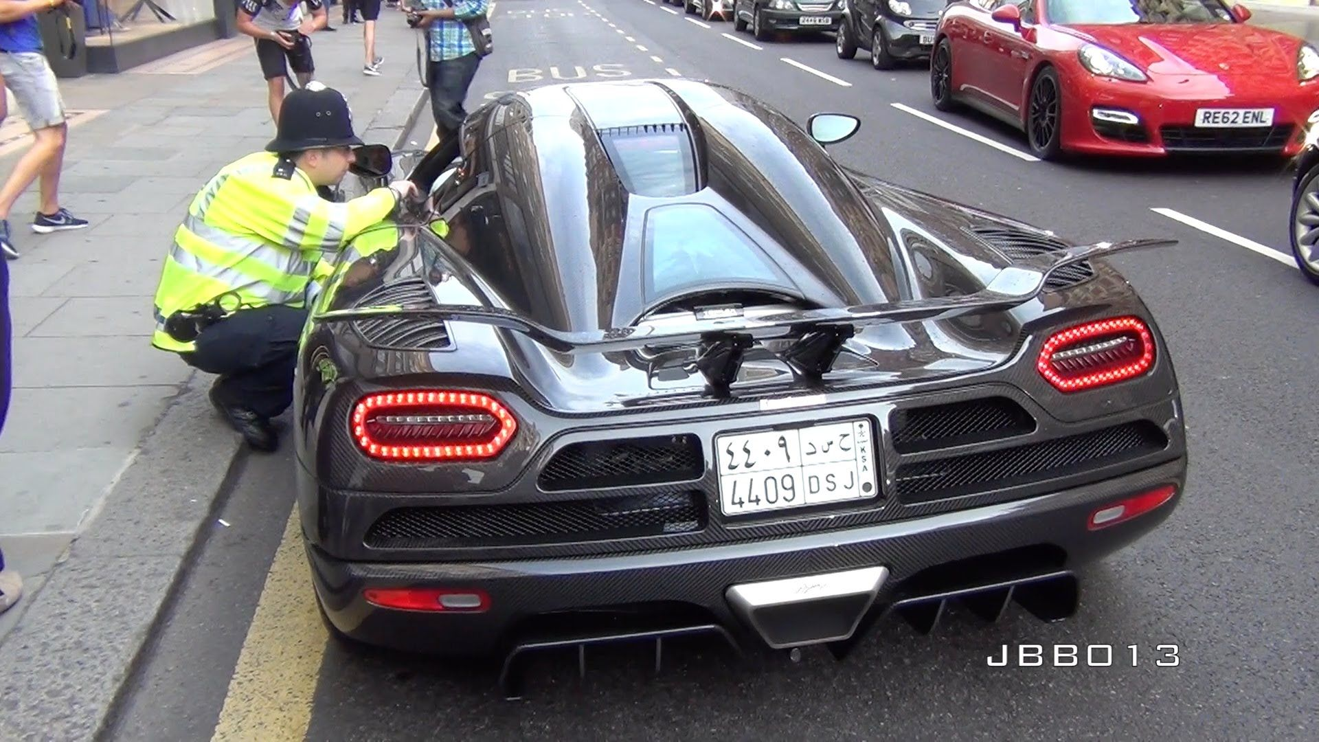 Uvioo Com Police Vs The Arab Supercars In London Super Cars Police London