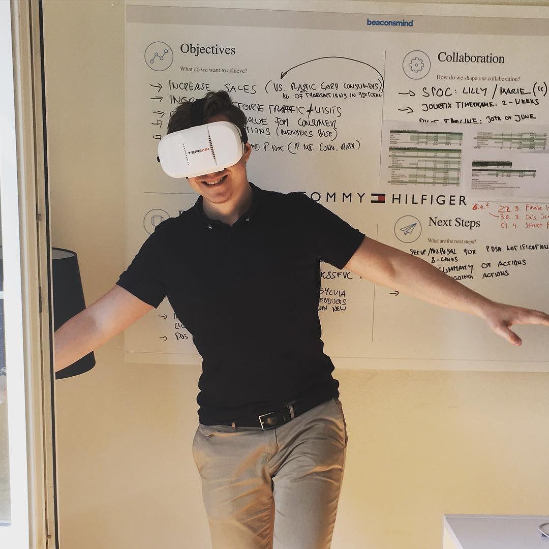 An awesome Virtual Reality pic! Okay das wars. Ich bleib hier. #schöneneuewelt #vr #virtualreality #technology #fastwochenende #maxvw #danielwündisch #tech by max_v_w check us out: http://bit.ly/1KyLetq