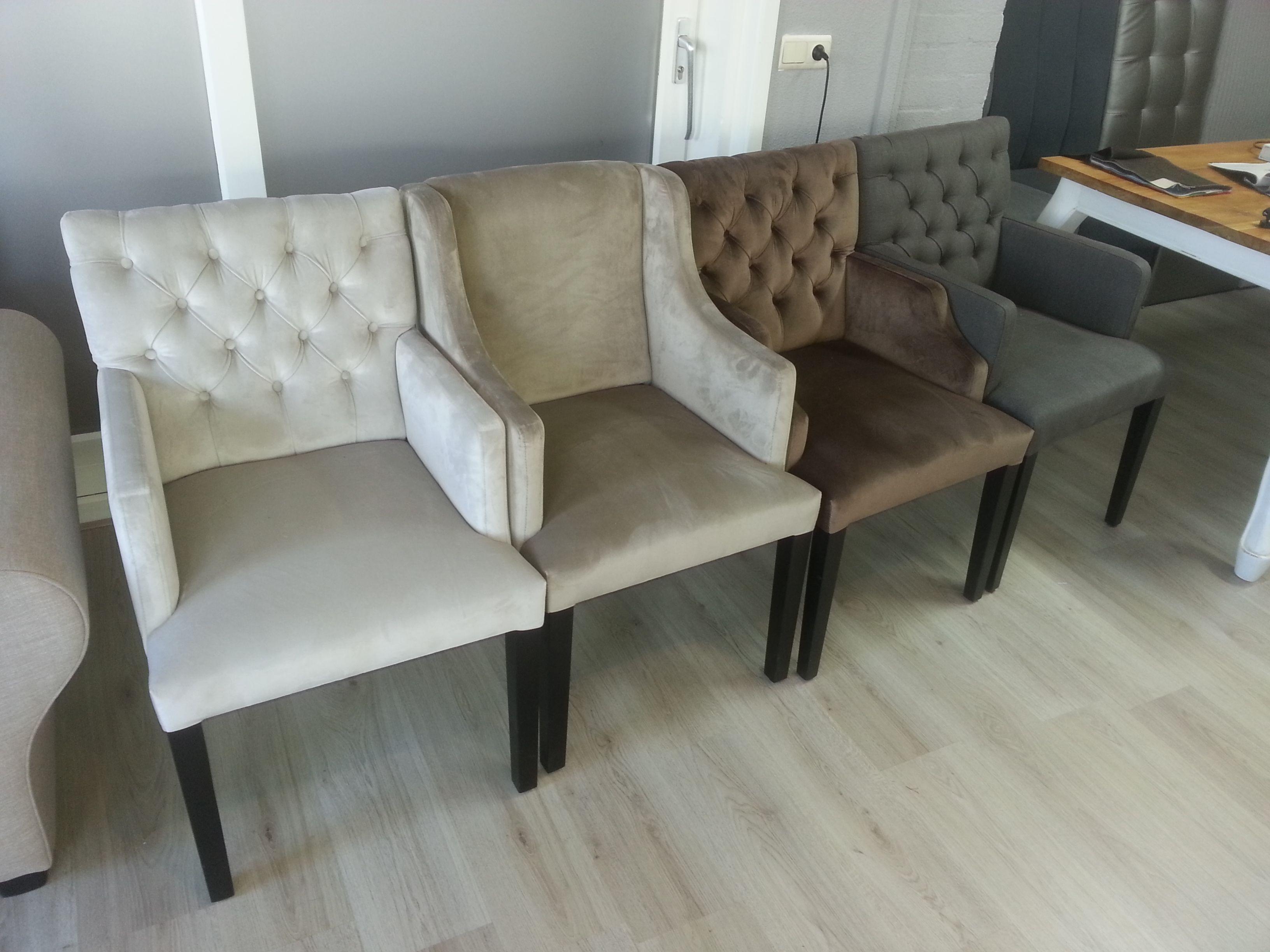 Gecapitonneerde stoelen in vele modellen en wel 900 kleuren!!! Altijd de kleur die u zoekt bij