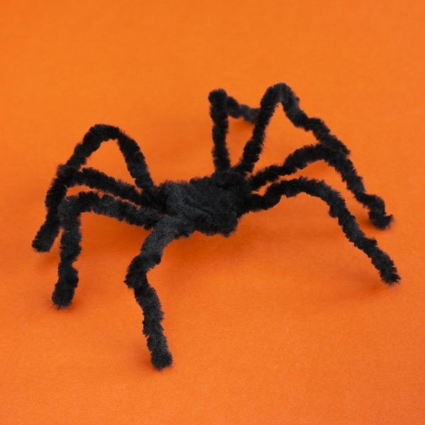 Pipe Cleaner Spiders #artsandcrafts #Halloween #DIY - spiders for halloween decorations