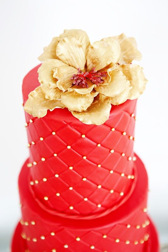 Red wedding cake with gold | http://awesomeweddingphotos.blogspot.com