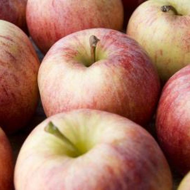 Foods to Eat When Trying to Keep Your Potassium Low | Apples and Food