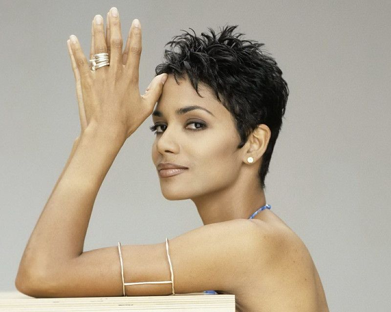 Halle+Berry+in+backless+gown+shoot+by+Firooz+Zahed