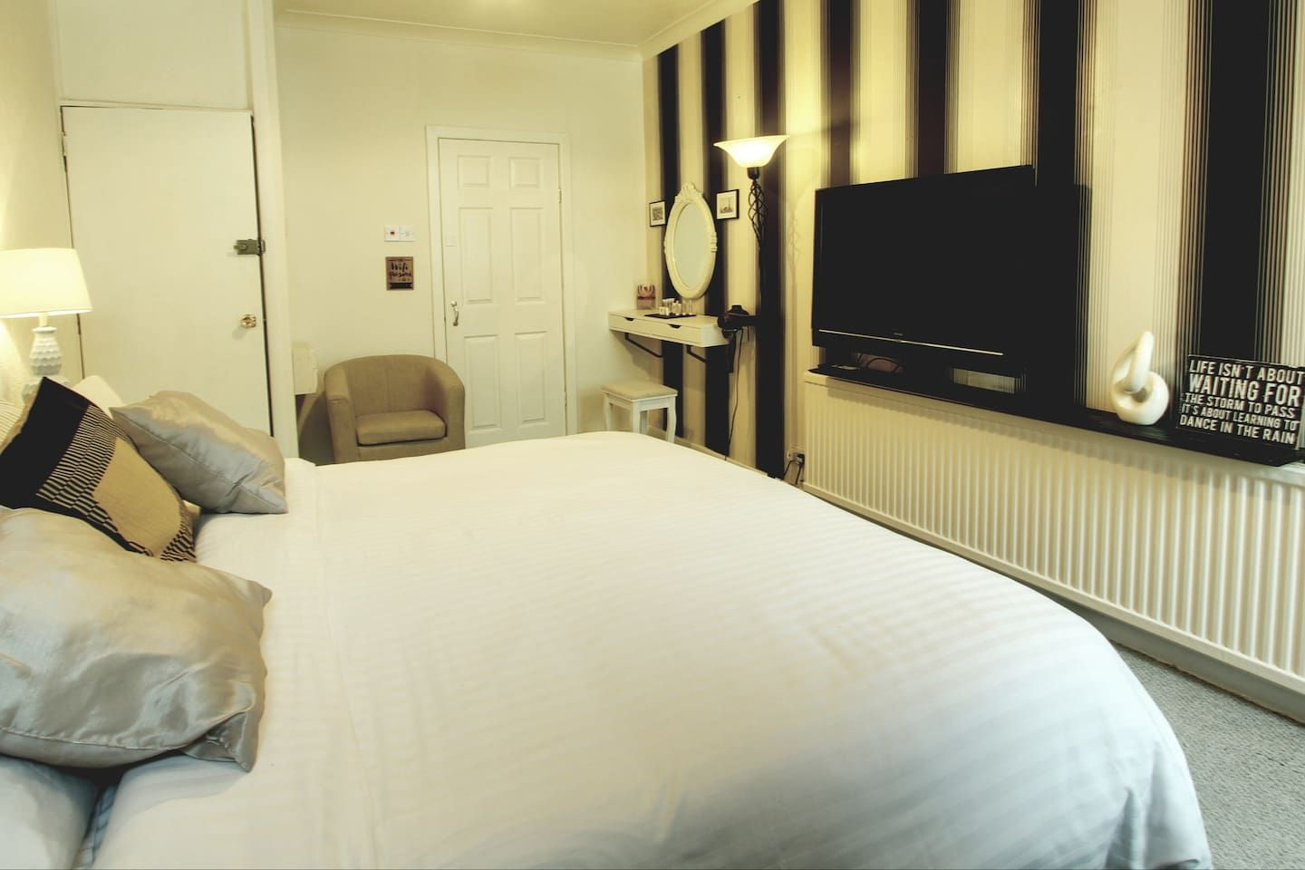 Central Apartment Town Centre Nr Winter Gardens Apartments For Rent In Blackpool Apartments For Rent Home Comforts Apartment