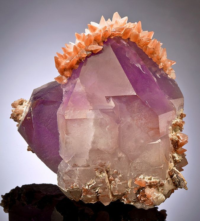 :^) Amethyst with dog toothed Calcite. Tonglüshan Cu-Au-Fe deposit, China.