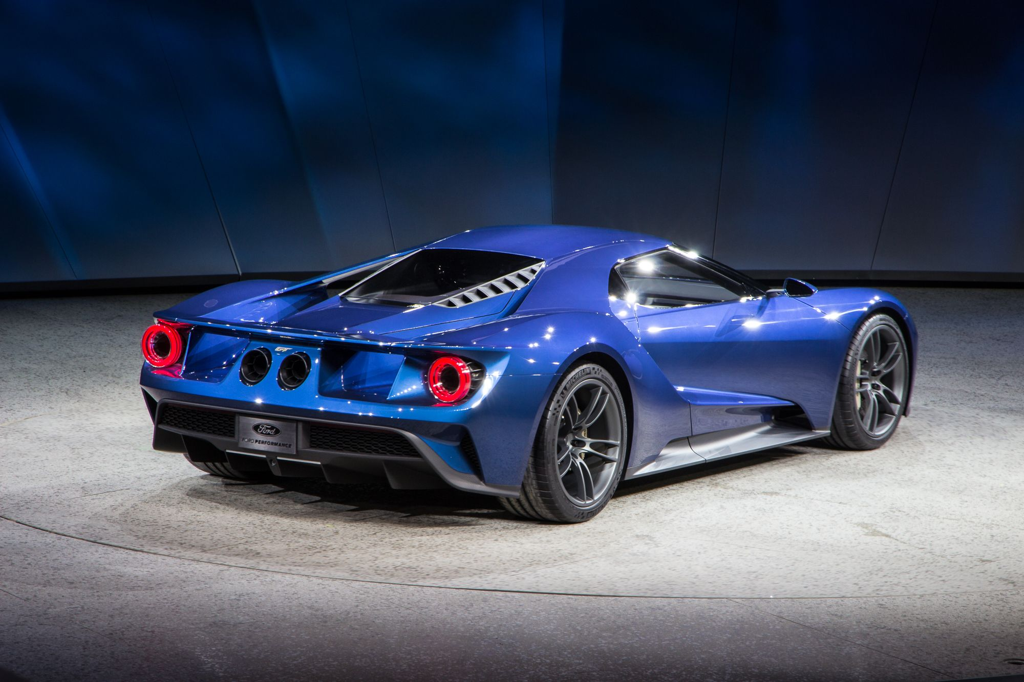 New Ford Gt Supercar Revealed At 2015 Detroit Auto Show Ford Gt
