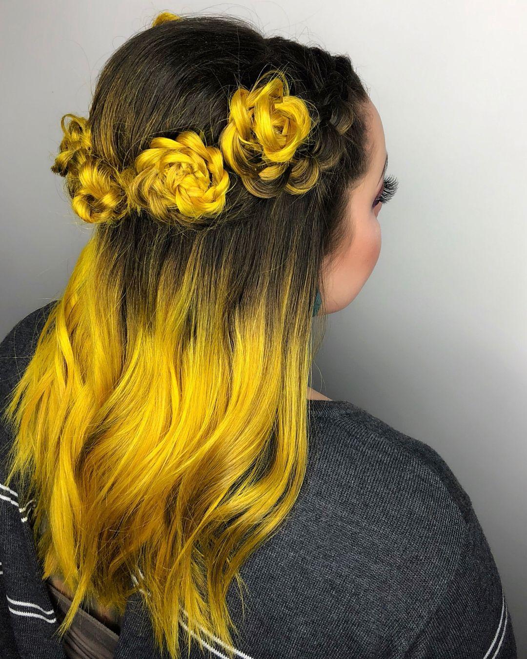 Hair by Christina @christinavita.hair ・・・ Yellow balayage