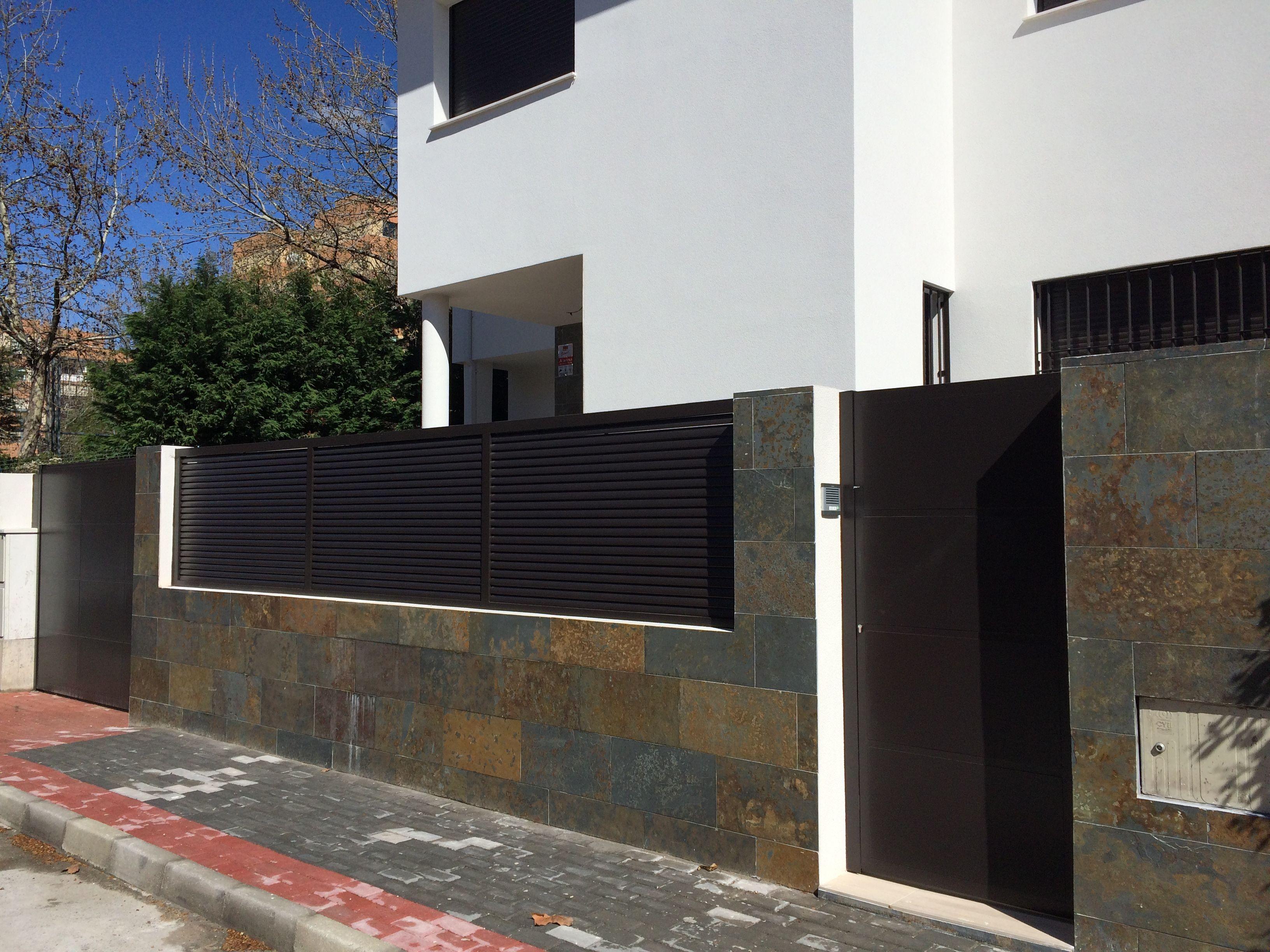 Valla exterior casa contempor nea cerrajer a unifamiliar - Cerramientos de fachadas ...