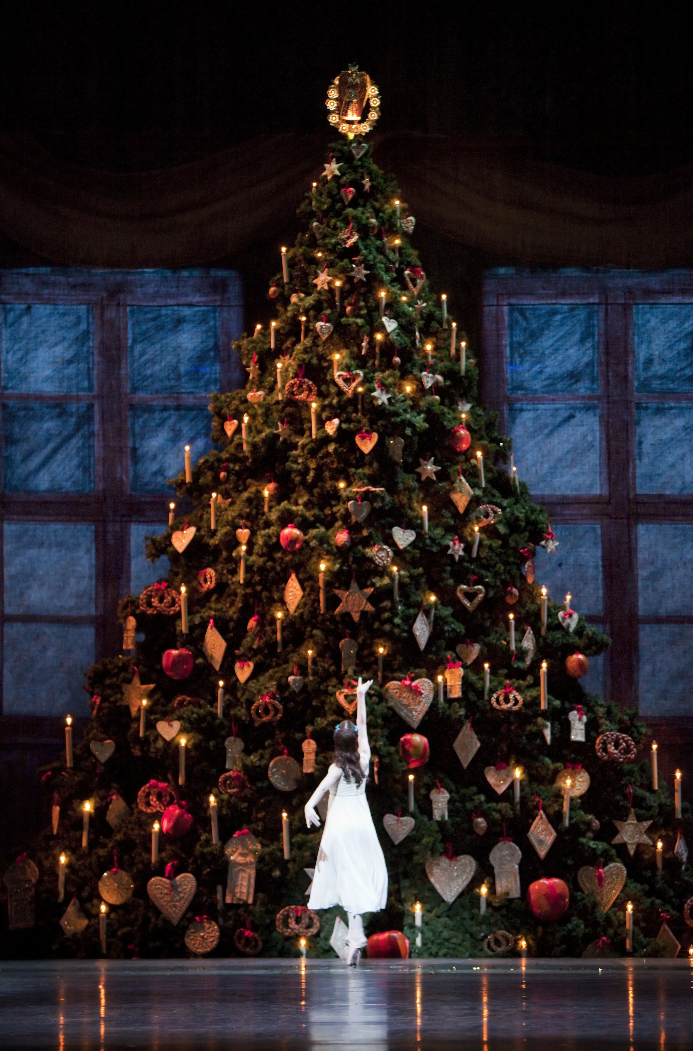 The Christmas Tree From The Royal Ballet S The Nutcracker Photo By Johan Persson Nutcracker Christmas Nutcracker Nutcracker Ballet
