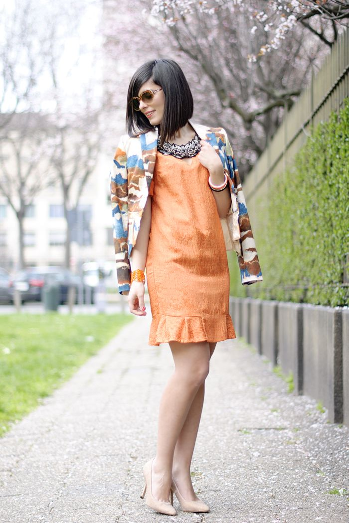 Friday twist: Orange lady dress & Watercolor jacket #lauracomolli #pursesandi #fashionblogger #fashion #outfit #style #jonofui #orange #smile #happy #girl #spring #ss2013 www.pursesandi.net
