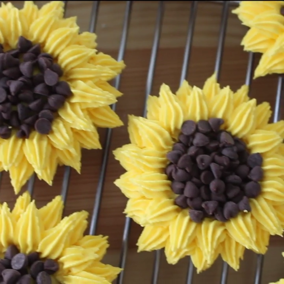 Sunflower Cupcakes #sunflowercupcakes