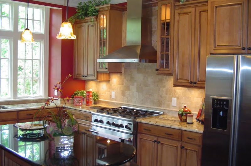 Best Maple Cabinets Have A Chocolate Glaze That Contrast With 640 x 480