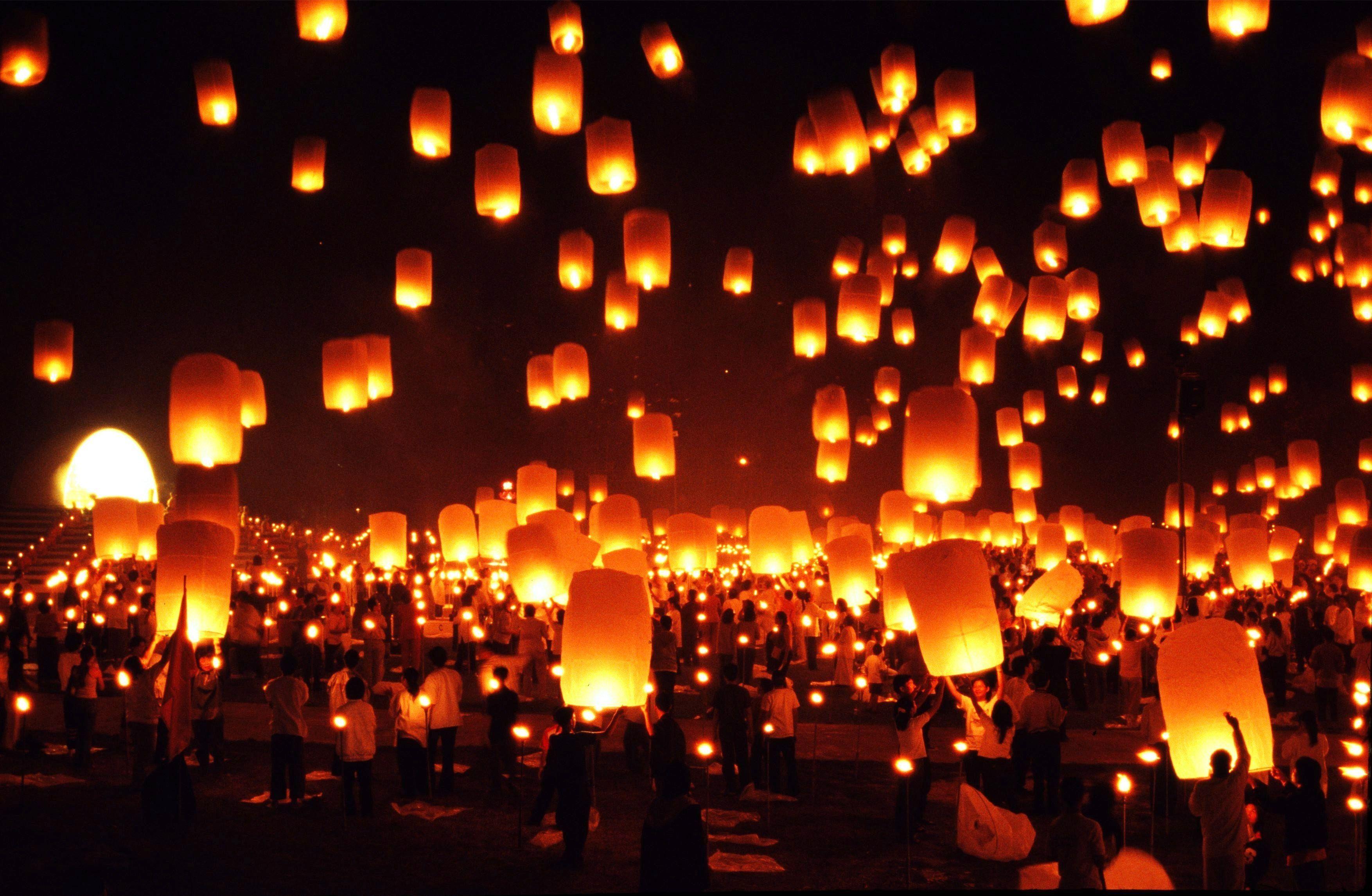 Thailand: Chiang Mai ( Maejo University Yi Peng Festival/ floating ... for Flying Lantern Lights  59nar