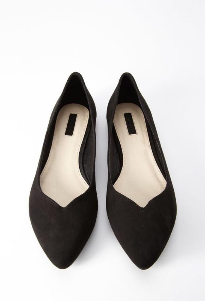 ... indémodable qui connait de nombreuses déclinaisons - Archzine.fr. la  ballerine, chaussures noires en velours c2b04633fc21