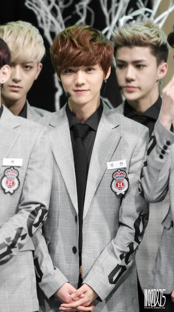 Here we see a wild Sehun in his natural habitat, approaching his prey, the oblivious Luhan.